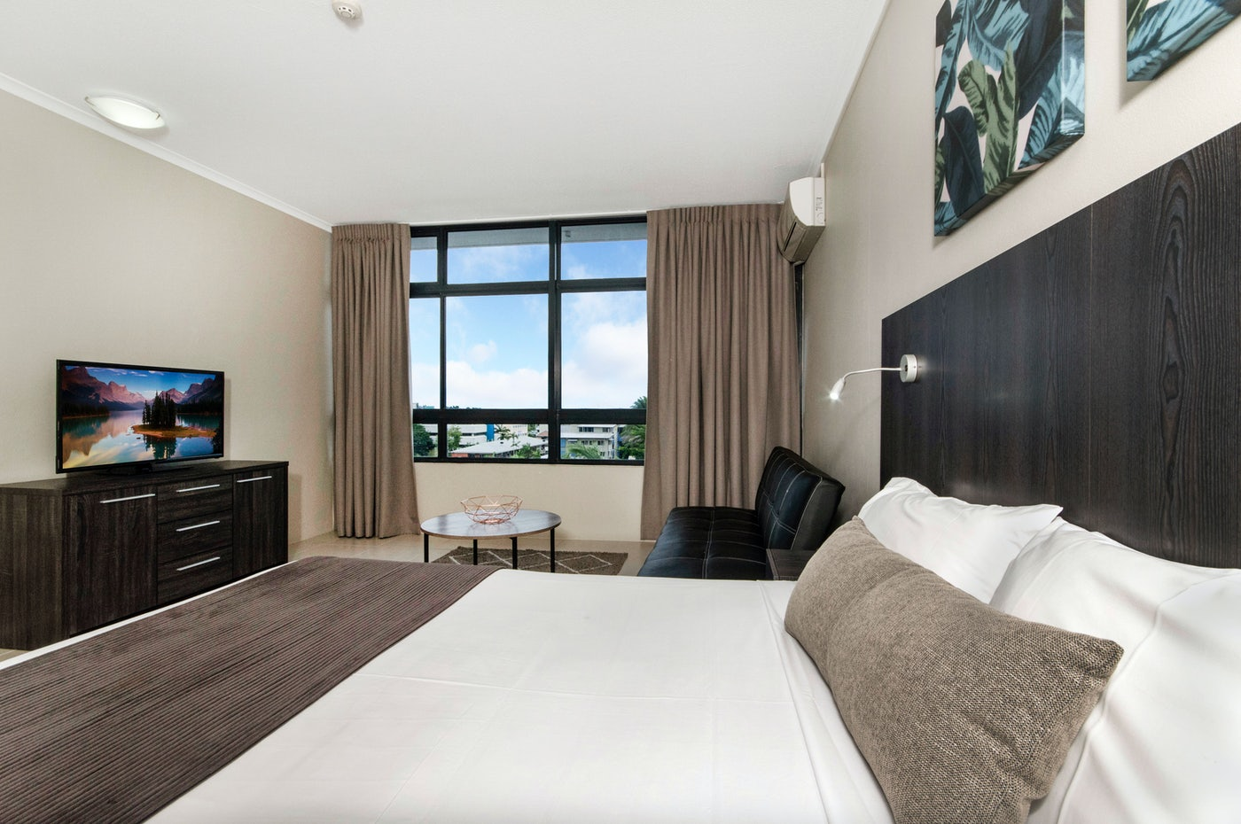 standard studio room at the sunshine tower hotel cairns
